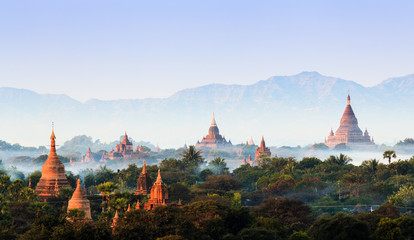 Poster Bedehuis Panorama the Temples of bagan at sunrise, Bagan, Myanmar