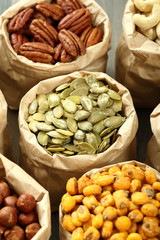 composizione semi e noci salati miste