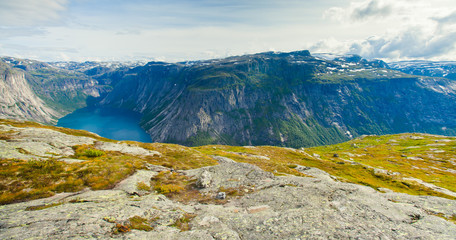 Deurstickers Noord Europa A vibrant picture of the mountain route to famous norwegian hiki