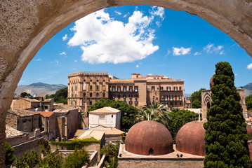Fotorolgordijn Palermo Norman palace and San Giovanni Eremiti domes in Palermo
