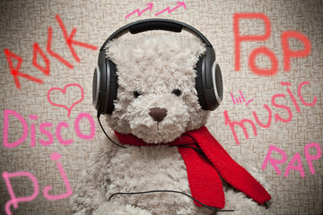 Bear music fan listens to music on headphones