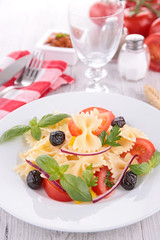 vegetable salad with pasta