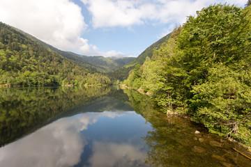Miroir du lac en montagne