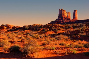 Fototapete - Iconic American desert view at sunset near Monument Valley, USA