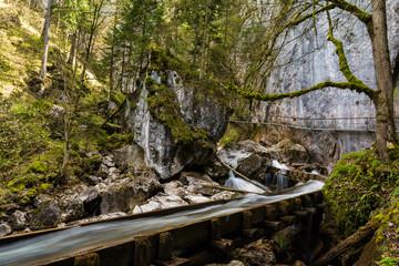 Fotobehang Onweer Wasserlauf in der Pöllatschlucht im Allgäu