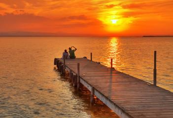 Tuinposter Pier fotografiando al sol