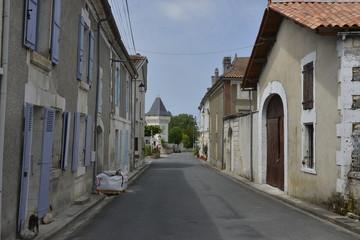 Une des rues à Champagne-et-Fontaine