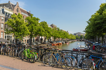 Printed kitchen splashbacks Coast Traditional view of Amsterdam: bicycles and water