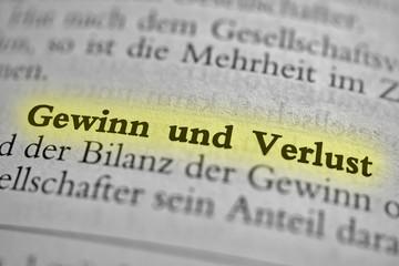 Fotobehang Kranten Gewinn und Verlust - gelb markiert