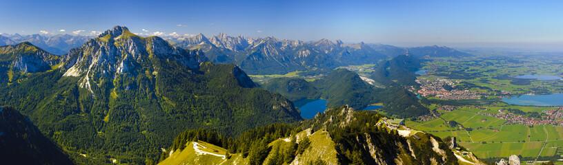 Wall Mural - Panorama Landschaft in Bayern mit Forggensee und Alpen