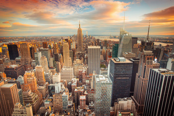 Wall Mural - Sunset view of New York City looking over midtown Manhattan
