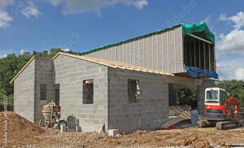 Chantier de construction d 39 une maison photo libre de for Assurance chantier construction maison