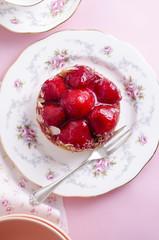 Erdbeertörtchen mit Biskuit
