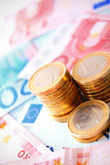 Coins for euro banknotes.