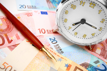 Pen and an alarm clock for euro banknotes.