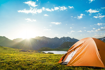 Photo sur Plexiglas Camping camping in mountains