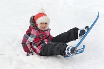 Little girl fell while skiing