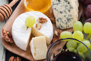 delicatessen appetizers - cheese, grapes, crackers