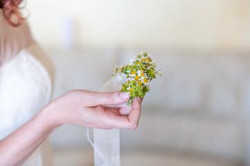 Bracciale di fiori freschi per damigelle