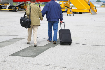 Reisende mit Handgepäck
