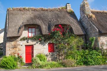 Photo : Chaumières bretonnes au village de Kercanic, Finistère ...