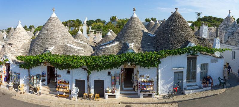 Italy, Apulia, Alberobello, trulli, typical houses