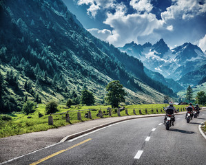 Fototapete - Motorcyclists on mountainous road