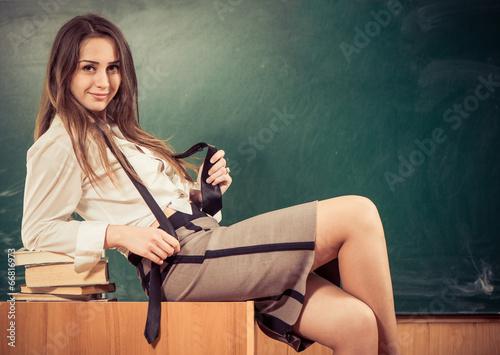 Учитель ебёт ученицу порно онлайн