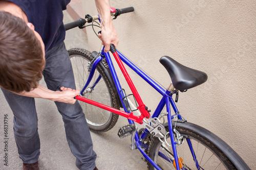 fahrradschloss knacken stockfotos und lizenzfreie bilder auf bild 66839796