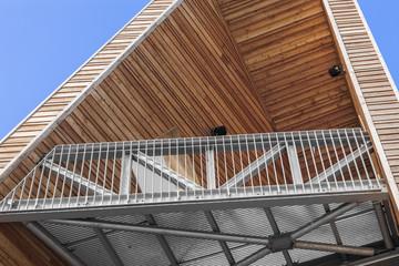 Holzturm mit Aussichtsplattform
