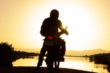 motorsikletle gündoğumunda gezi