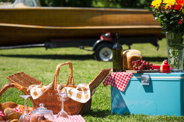 Foto op Canvas Picknick Vintage picnic at the lakehouse