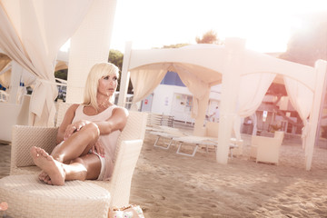 junge Frau im VIP Pavillon (luxus)