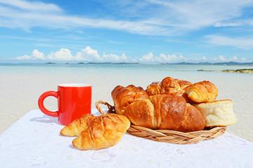 南国の美しいビーチとパン