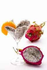 Fruchtfleisch der Drachenfrucht in einem Glas