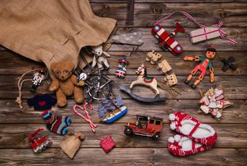 Weihnachten Bescherung: alte Spielsachen aus Holz u, Blech