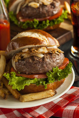 Gourmet Hamburger with Lettuce and Tomato