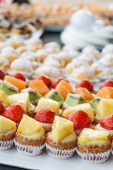 Pasticcini mignon alla frutta con crema pasticcera