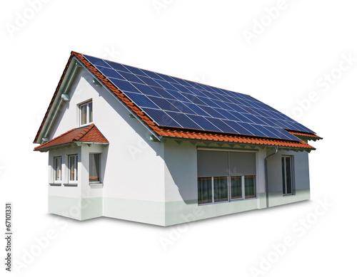 haus mit solar panel auf dem dach auf wei em hintergrund stockfotos und lizenzfreie bilder auf. Black Bedroom Furniture Sets. Home Design Ideas