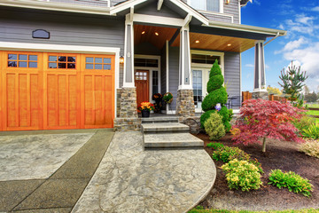 House exterior with curb appeal