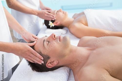sdelal-massazh-u-basseyna