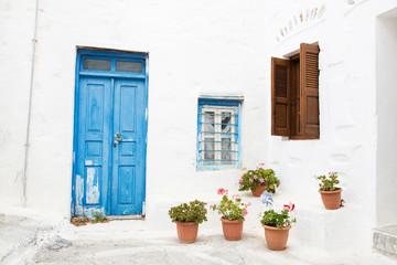 Fotomurales - Typisch griechischer Baustil - Türen, Fenster blau