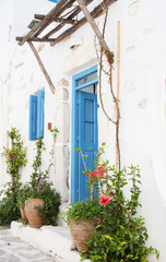 Fototapete - Architecture on the Cyclades. Greek Island buildings with her ty