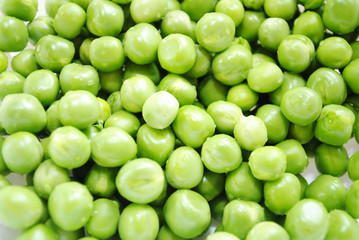 Organic Fresh Green Peas for a Nutritious Background