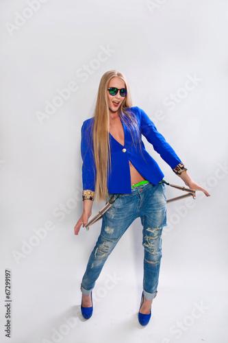 blondinki-v-podtyazhkah-foto