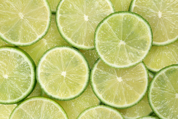 Hintergrund aus geschnittenen Limetten oder Limonen