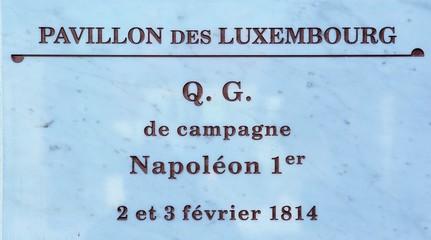 Plaque de Marbre Q.G. Napoléon, Pavillon des Luxembourg à Piney