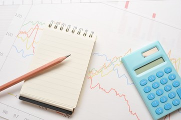 電卓と財務のオフィスイメージ
