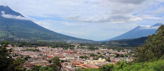 Ciudad entre volcanes, Antigua Guatemala