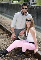 Jeune couple branché urbain (danseur, rappeur,...)